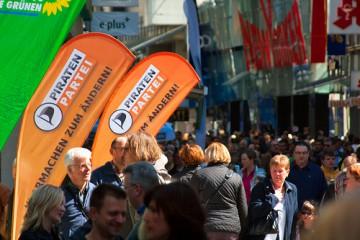 Infostand in einer Fußgängerzone. Foto: Piratenpartei/CC