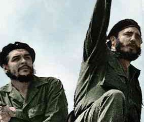 Che Guevara 1961 in Havanna mit Fidel Castro. Foto: Alberto Korda (Museo Che Guevara, Havana Cuba) via Wikimedia Commons.